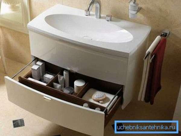 Подстолье для раковины в ванную может не только украсить помещение, но и сделать его эксплуатацию более комфортной.