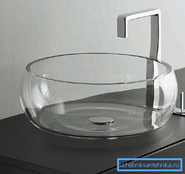 Подвергать стекло излишним нагрузкам не стоит: для кухни такое изделие не подойдет
