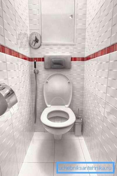 Подвесной унитаз в маленькой туалетной комнате.