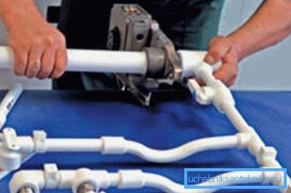 Поговорим о том,как сделать самому отопление из пластиковых труб.