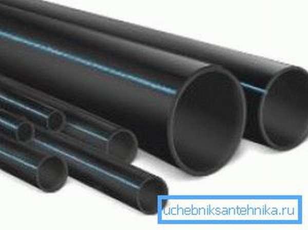 Полиэтиленовые трубы различного диаметра.