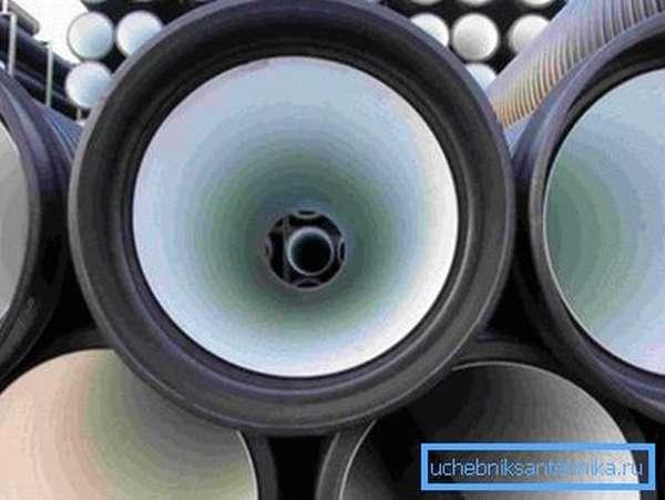 Полимерные трубы для канализационных коллекторов.