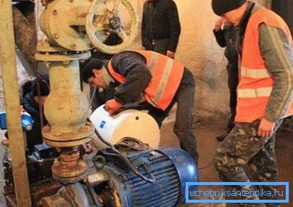 Полностью отсеченный насос при необходимости можно отремонтировать или заменить.