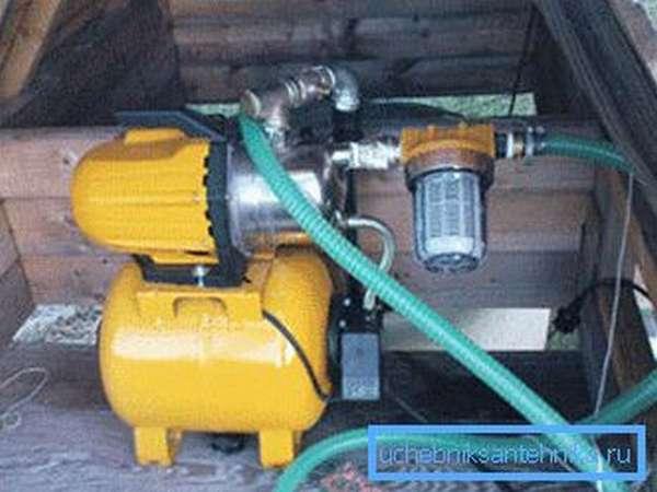 Полноценная автоматическая насосная станция с установленным гидроаккумулятором и фильтром