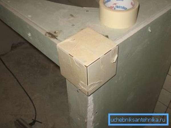 Порой для создания таких конструкций используют полностью гипсокартонные системы, которые впоследствии можно обшить плиткой