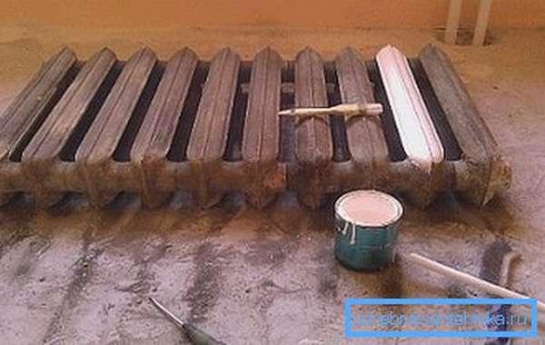 После того как металл очищен можно наносить грунтовку