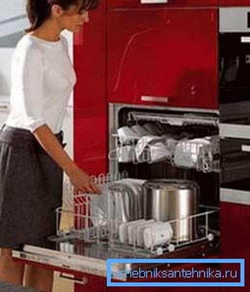 Посудомоечная машина всегда станет помощником хозяйки