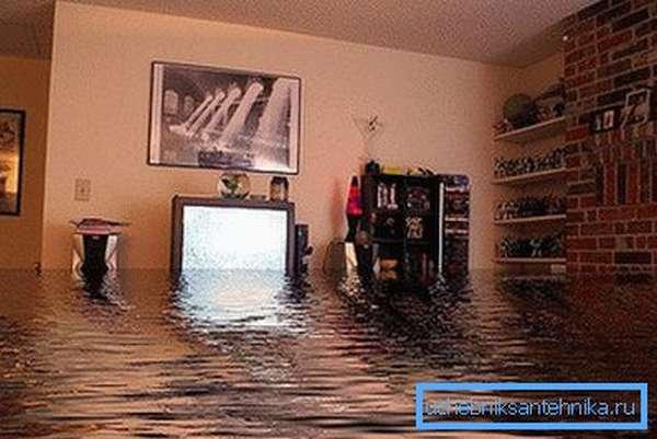Потоп в квартире может быть вызван протечкой в батарее