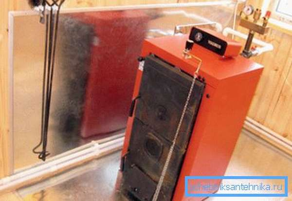 Поверхности вокруг агрегата, в целях пожарной безопасности, лучше всего обшить листовым металлом.