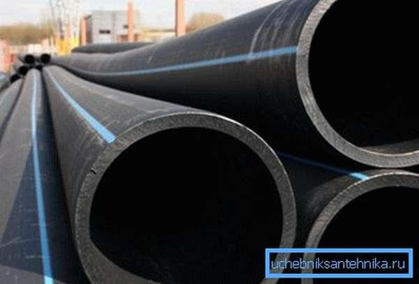 Предназначенные для напорных водопроводов трубы маркируются синей полосой.
