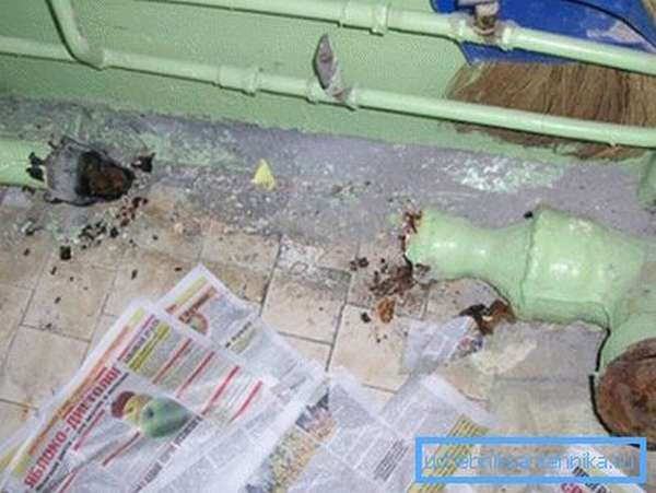 При демонтаже старой канализации можно особо не церемониться