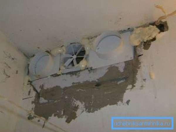 При наличии нескольких шахт, можно установить разветвленную или отдельную систему на каждую комнату, хотя считается что для небольших квартир это совершенно ни к чему