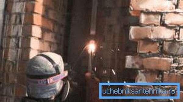 При работе с газовой сваркой обязательно используйте средства защиты