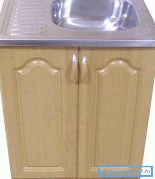 Пример готовой тумбы для кухонной мойки.