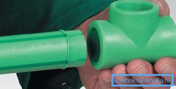 Пример соединения пластиковых труб