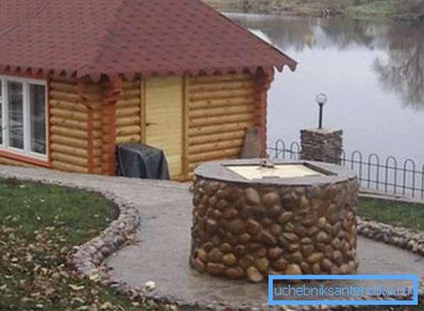 Пример того как отделать колодец камнем