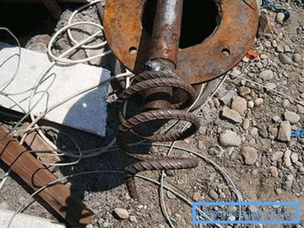 Приспособление для вытаскивания насоса со скважины