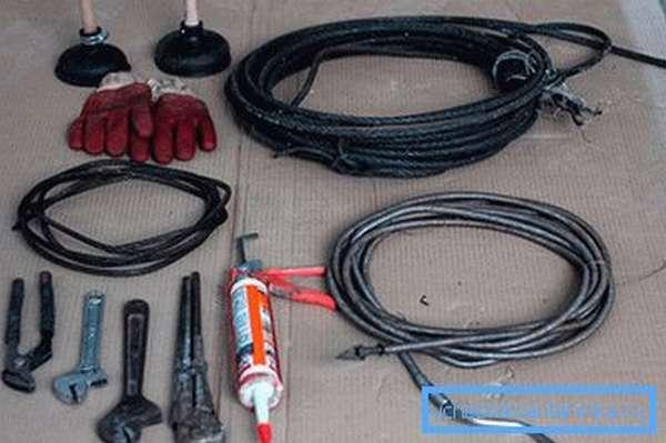 Приспособления и оборудование для борьбы с засором