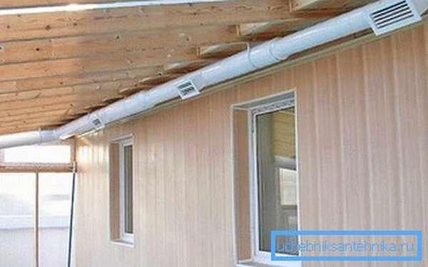 Приточно-вытяжная вентиляция с воздухозаборниками на пластиковом канале