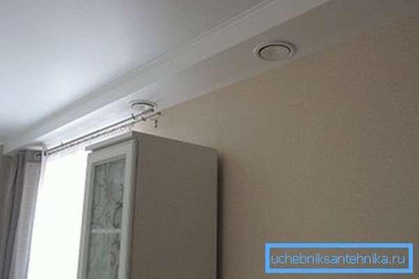 Притоком воздуха в помещение можно управлять автоматически с пульта