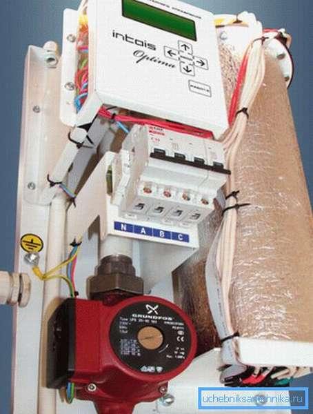 Производитель оборудовал электрокотел насосом