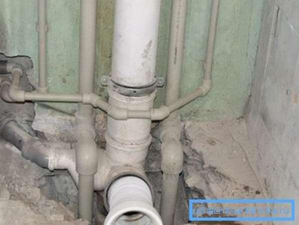 Прокладка водопровода и канализации в квартире