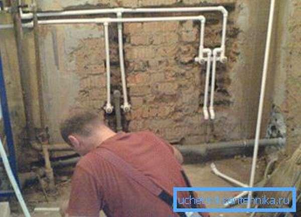 Прокладка водопроводных труб в квартире под штукатурку