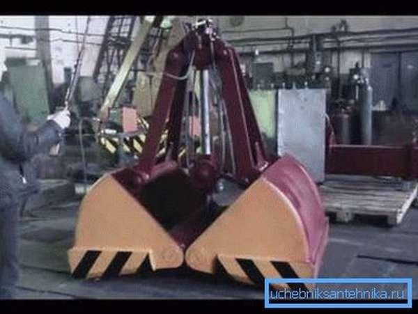 Промышленный грейфер для очистных работ.