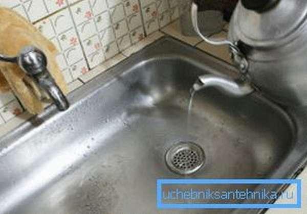 Промываем трубы горячей водой