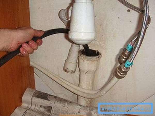 Промывка канализации водой