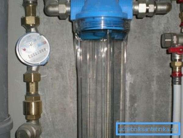 Простой фильтр для водопровода в квартире с одной колбой