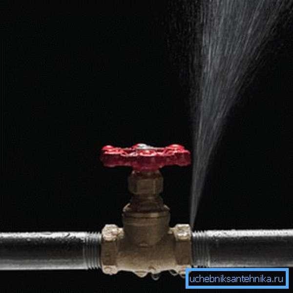 Протечка в водопроводе
