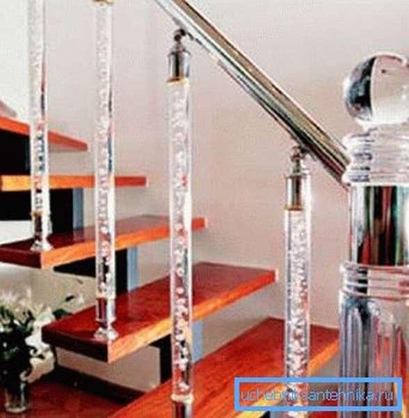 Прозрачная поликарбонатная труба в качестве балясин