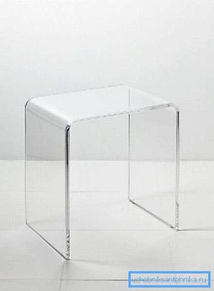Прозрачные стульчики из оргстекла – отличный вариант для вашего душа