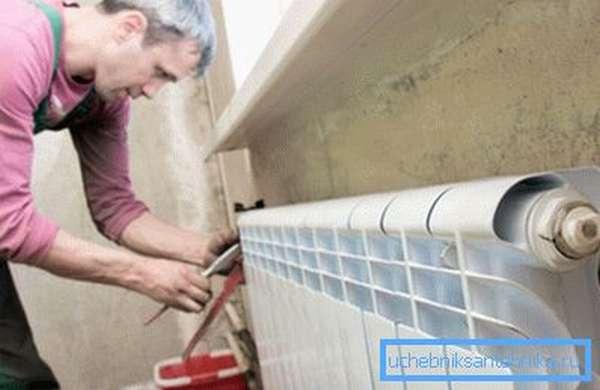 Радиатор можно откручивать только при перекрытых кранах
