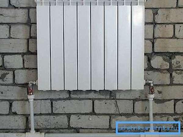 Радиатор, оборудованный всеми необходимыми кранами