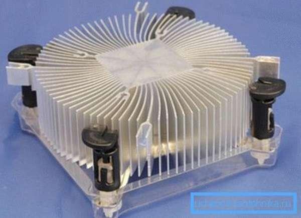 Радиатор системы охлаждения современного процессора.