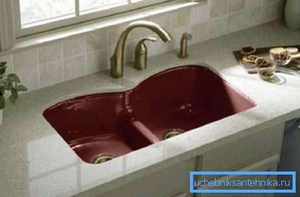 Раковина на кухне может стать источником неприятного запаха в помещении