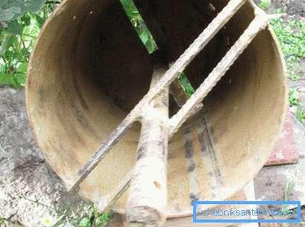 Распорки из арматуры надежно зафиксируют ось и укрепят конструкцию