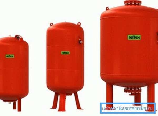 Расширительный бак компенсирует увеличение объема теплоносителя при нагреве.