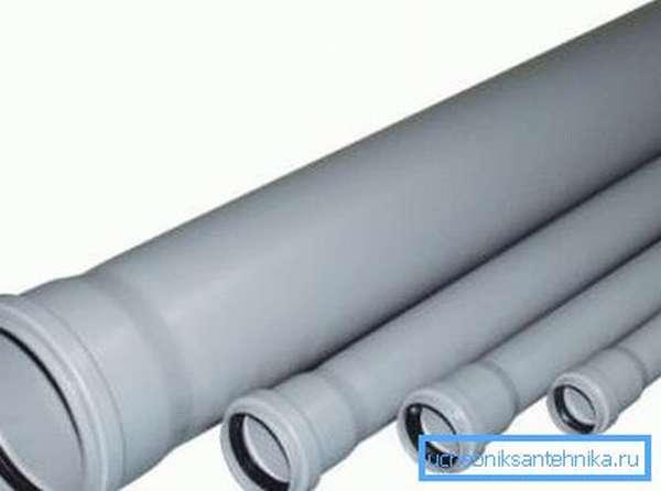 Раструбы пластиковой канализации с резиновыми кольцевыми уплотнителями.