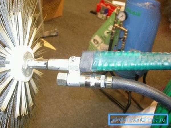 Раздельная подача воды и механическая чистка