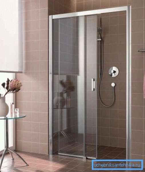 Раздвижные двери – практичный вариант для душа в нише
