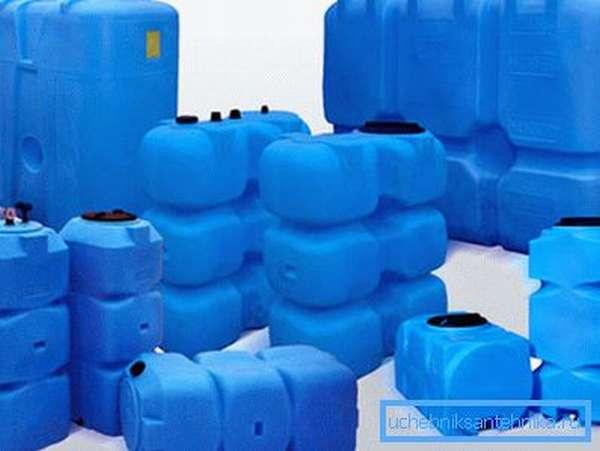 Различные по объему баки для воды из пластика с краном