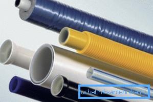 Разные трубы для подземного водопровода