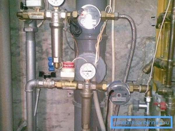 Разводка водяного снабжения из оцинкованных труб