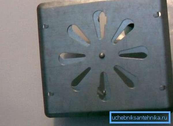 Регулируемая вентиляционная решетка 250 на 250 из оцинкованной стали