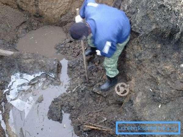 Ремонт наружного водопровода связан с земляными работами.