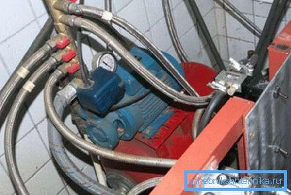 Резиновые рукава в металлической оплетке при обустройстве насосной станции