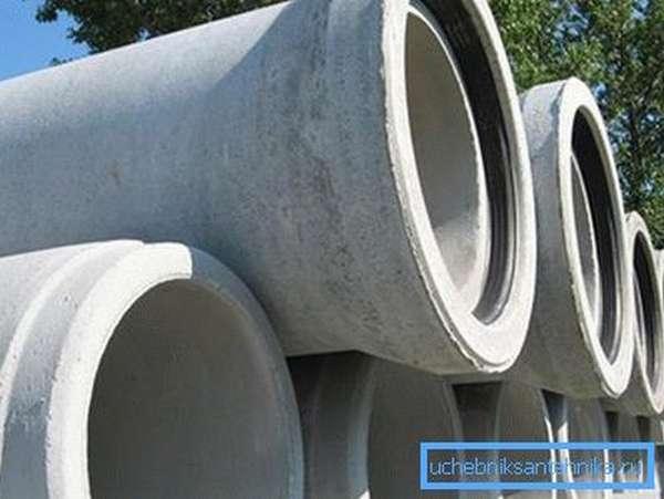 Резиновый уплотнитель стыка обеспечивает герметичность соединения